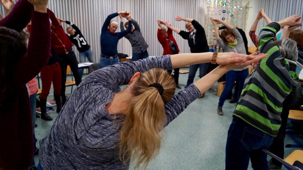 Yoga-Übungen vor dem Einsingen ...